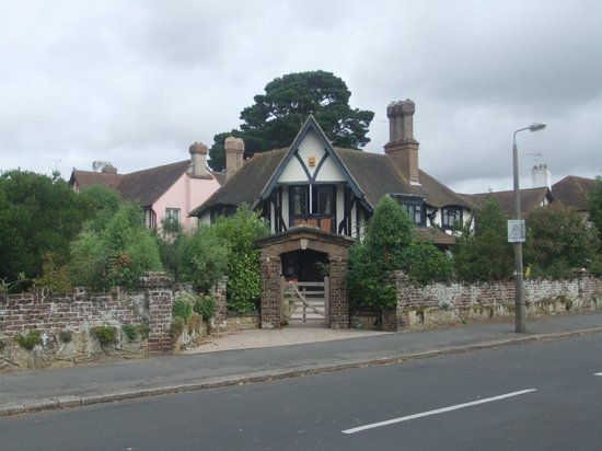 Tudor House - Bed & Breakfast