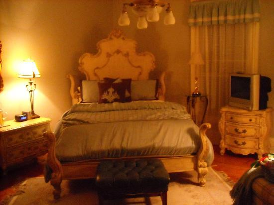Apple Tree Lane Bed &amp; Breakfast: I slept like a queen