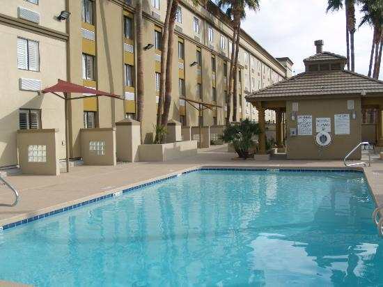 Holiday Inn North Phoenix: Newly Remodeled Pool Area