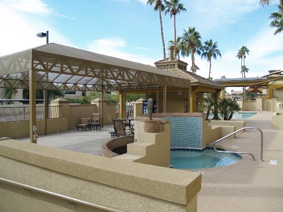 Holiday Inn North Phoenix: New Spa & Shade Area