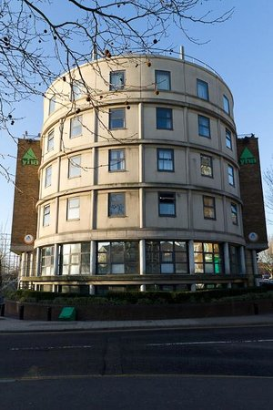 ‪YHA London Thameside‬