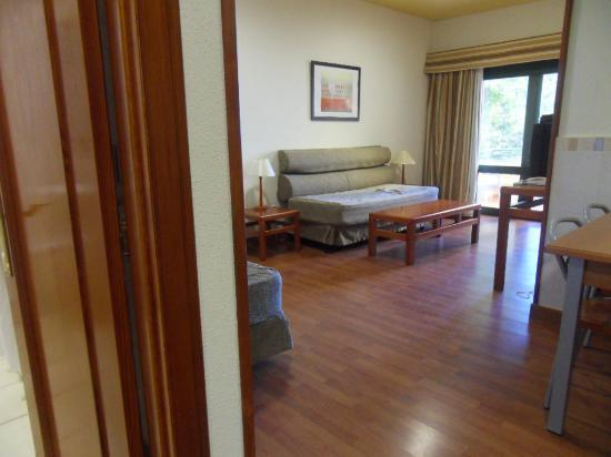 Oasis Mango Hotel: living room with two single sofa beds, very comfy