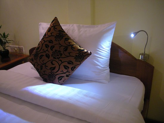 Check Inn Siem Reap: Design Lighting in the Room