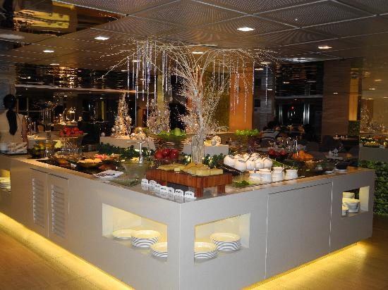 Very Best Hotel Buffet Table 550 X 412 · 49 KB · Jpeg
