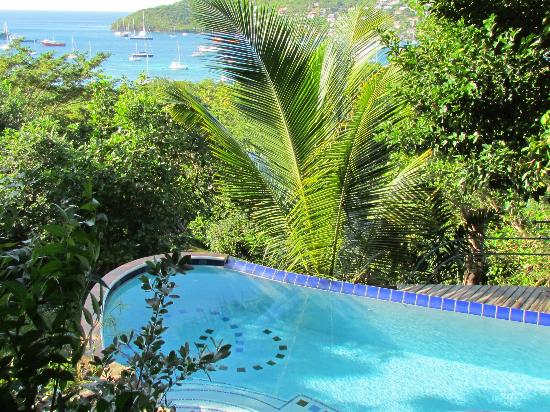 Belmont, Bequia: Swimming pool and Admiralty Bay