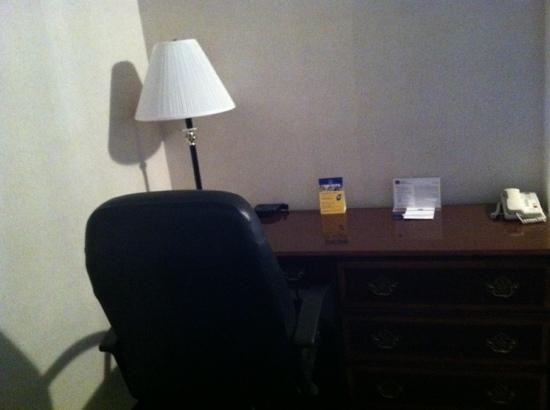 BEST WESTERN Grand Manor Inn: desk