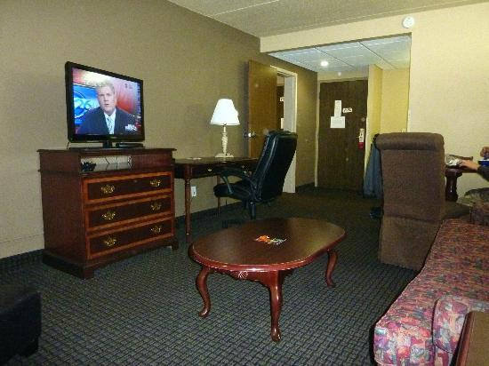 Furniture Is A Little Older Picture Of Ramada Plaza Green Bay Green Bay Tripadvisor