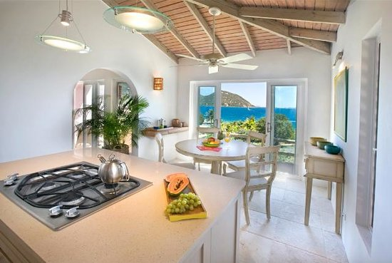 West End, Tortola: Kitchen and dining table