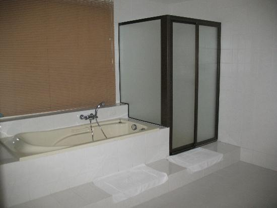 Villa Atchara: Penthouse Bathroom