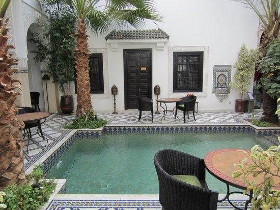 Le Riad Monceau: Courtyard and room entrance