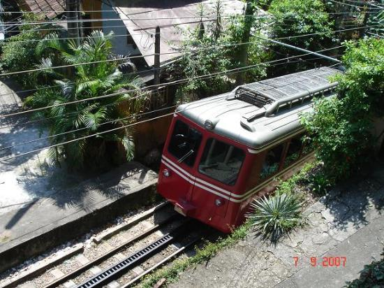 Casa Caminho do Corcovado: The corcovado train into the door