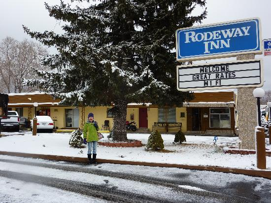 The L Motel Flagstaff: Winter at the Rodeway Inn near NAU