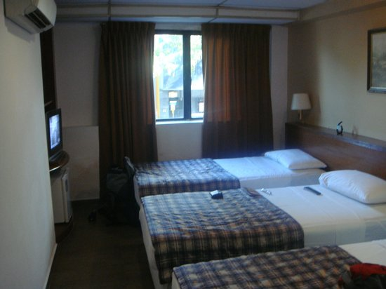 Beach Hotel: 2