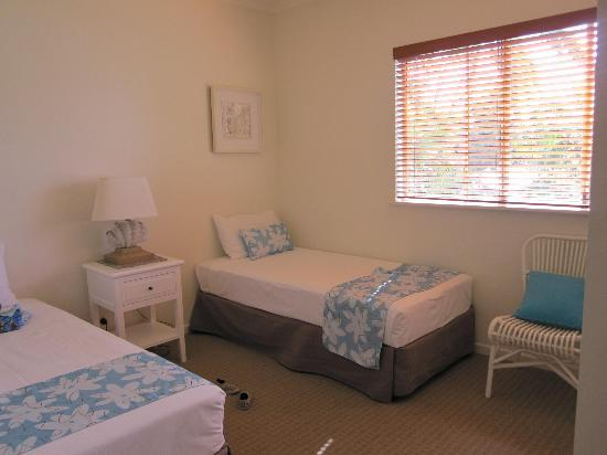 Montpellier Boutique Resort: Second bedroom with bathroom and laundry opposite
