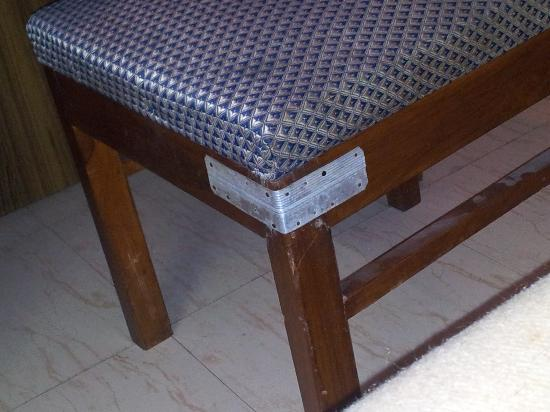 Hotel Maya International: broken chair