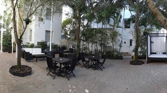 Circa 39 Hotel: Another view of the patio area