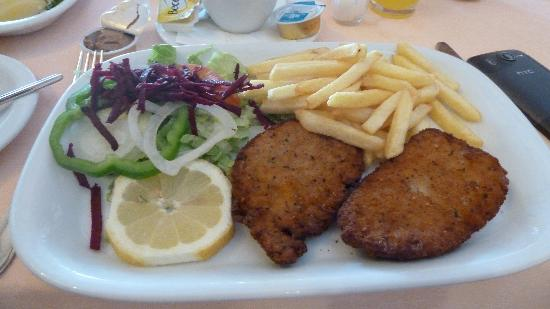Hotel Apartmento do Golfe: One of the lovely main meals