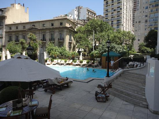 Four Seasons Hotel Buenos Aires: beautiful pool area