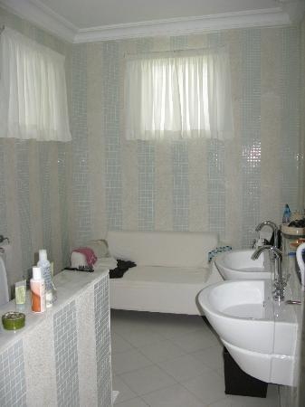 Coco Ocean Resort and Spa: Nice and spacious bathroom