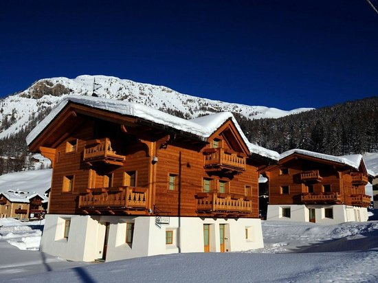 Les Fleurs Bleues Chalets Aparthotel