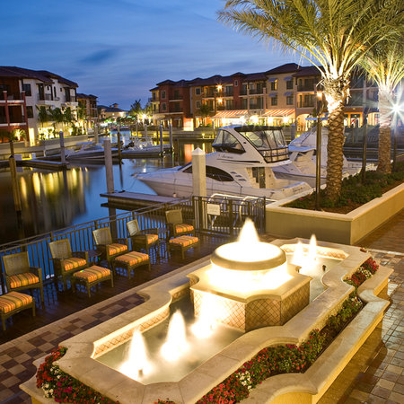Naples Bay Resort: Marina View of Resort