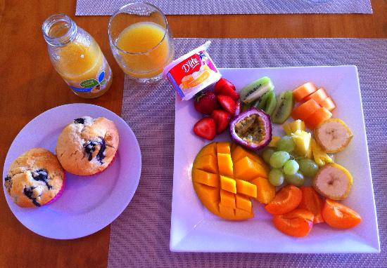 Batemans Bay Manor - Bed and Breakfast: Amazing fruit platter <3
