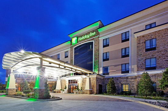 Holiday Inn Arlington NE: Exterior Night View