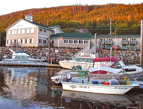 ‪Narrows Inn & Marina‬