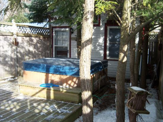 "Serendipity Bed & Breakfast & Suites: Hot tub in the private ""courtyard"""