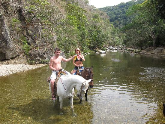 Casa Sombrero: Horseride along the river