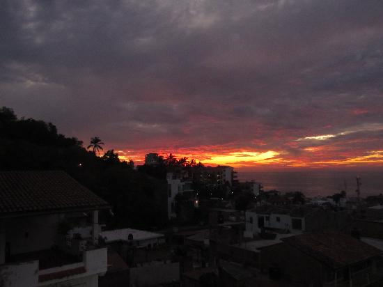 Casa Sombrero: Sunset in the clouds from Balconey