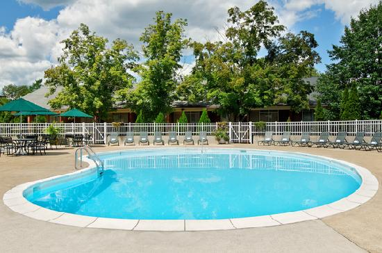 Ohio University Inn & Conference Center: Outdoor Pool