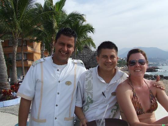 Las Palmas by the Sea: Manuel - our bartender (middle)
