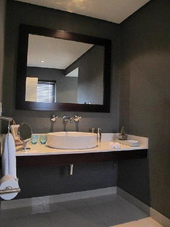 Four Rosmead: Luxury room bathroom