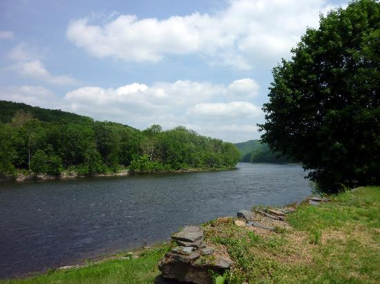 The Inn at Lackawaxen: Delaware River from the back lawn of the Inn