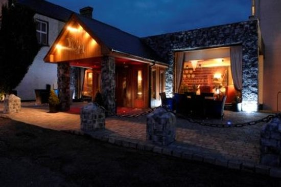 Yeats Country Hotel, Spa and Leisure Centre: External by night