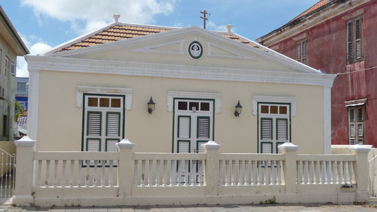 Poppy Kamers Curacao