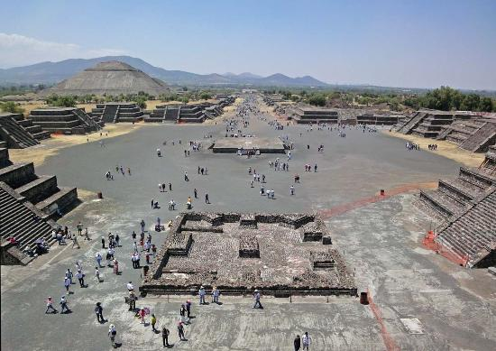 http://media-cdn.tripadvisor.com/media/photo-s/02/4b/71/58/teotihuacan-plaza-at.jpg