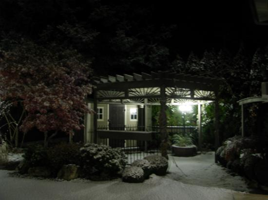 A Vista Villa B & B: Lovely snow on the patio!