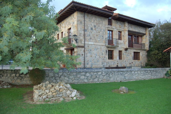 Photo of Los Hidalgos Apartments Santillana del Mar