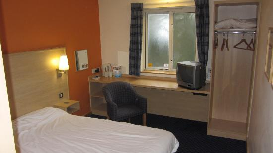 Travelodge Staines: Single Room