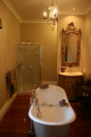 Escape to Picton Boutique Hotel: A rather lovely bathroom