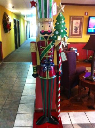 Patti's Inn & Suites: nutcrackers so cute