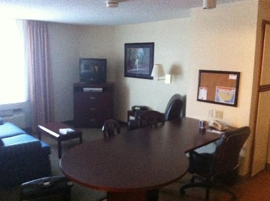 Candlewood Suites Clearwater: Sofa bed area