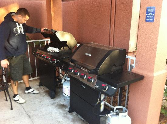 Candlewood Suites Clearwater: BBQ Area