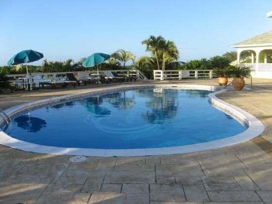 the lovely swimming pool - Picture of Turquoise Bay Resort, Roatan ...