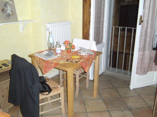 A Via dei Giubbonari 23: Another view of our room.