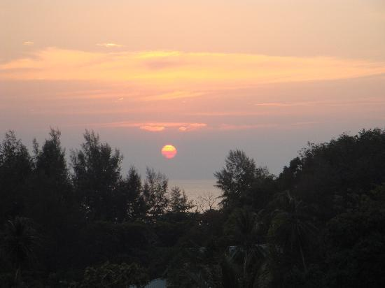 ‪‪Pacific Club Resort‬: Sunset view from our balcony.‬