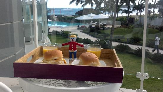 Millennium Resort &amp; Spa : Mr. Bill has Breakfast at Millenium 
