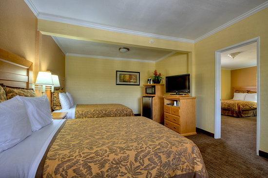 Anaheim Islander Inn and Suites: Two Bedroom Suite - 3 Queen Beds (Up to 6 guests)